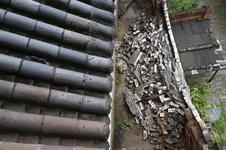 """Mưa lớn hủy hoại hàng trăm """"bảo vật"""" ngàn năm ở Trung Quốc - 1"""