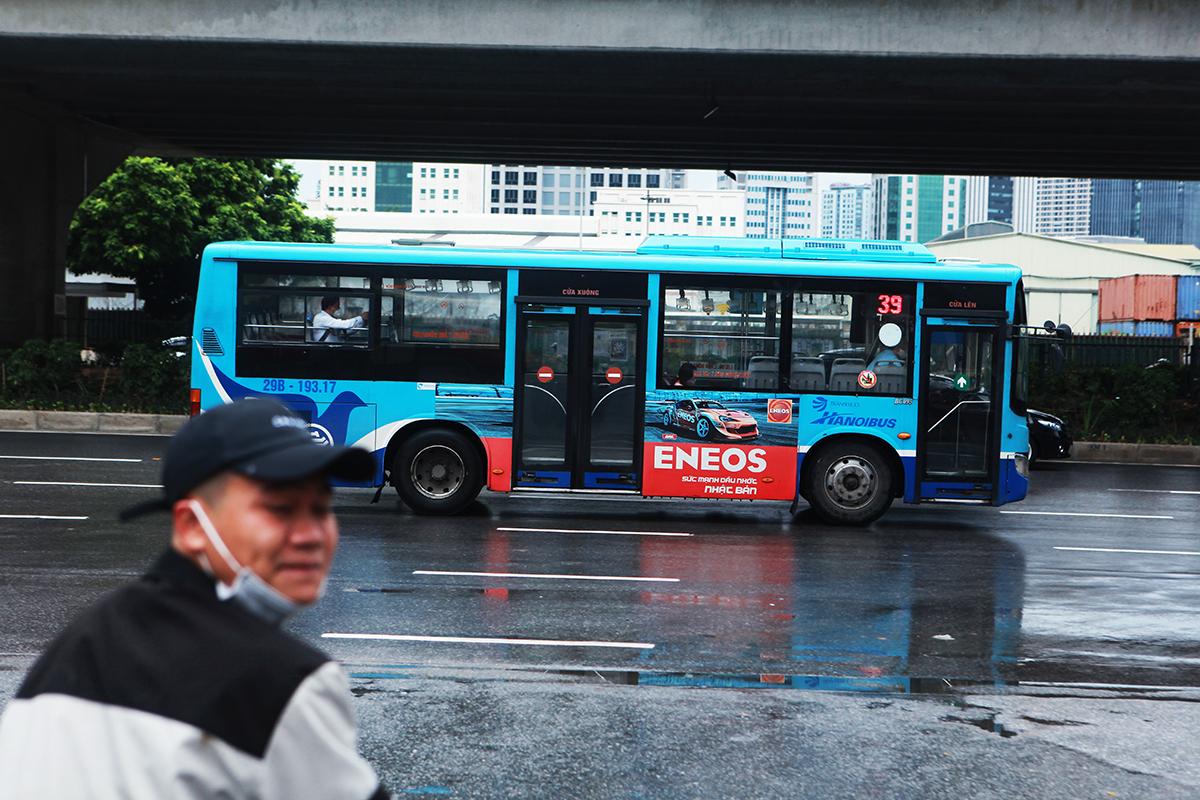 Ngày đầu xe buýt hoạt động trở lại: Tài xế vui mừng, hành khách thoải mái - 12