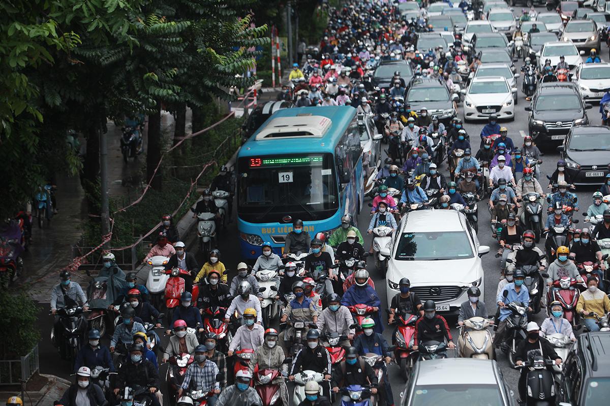 Ngày đầu xe buýt hoạt động trở lại: Tài xế vui mừng, hành khách thoải mái - 3