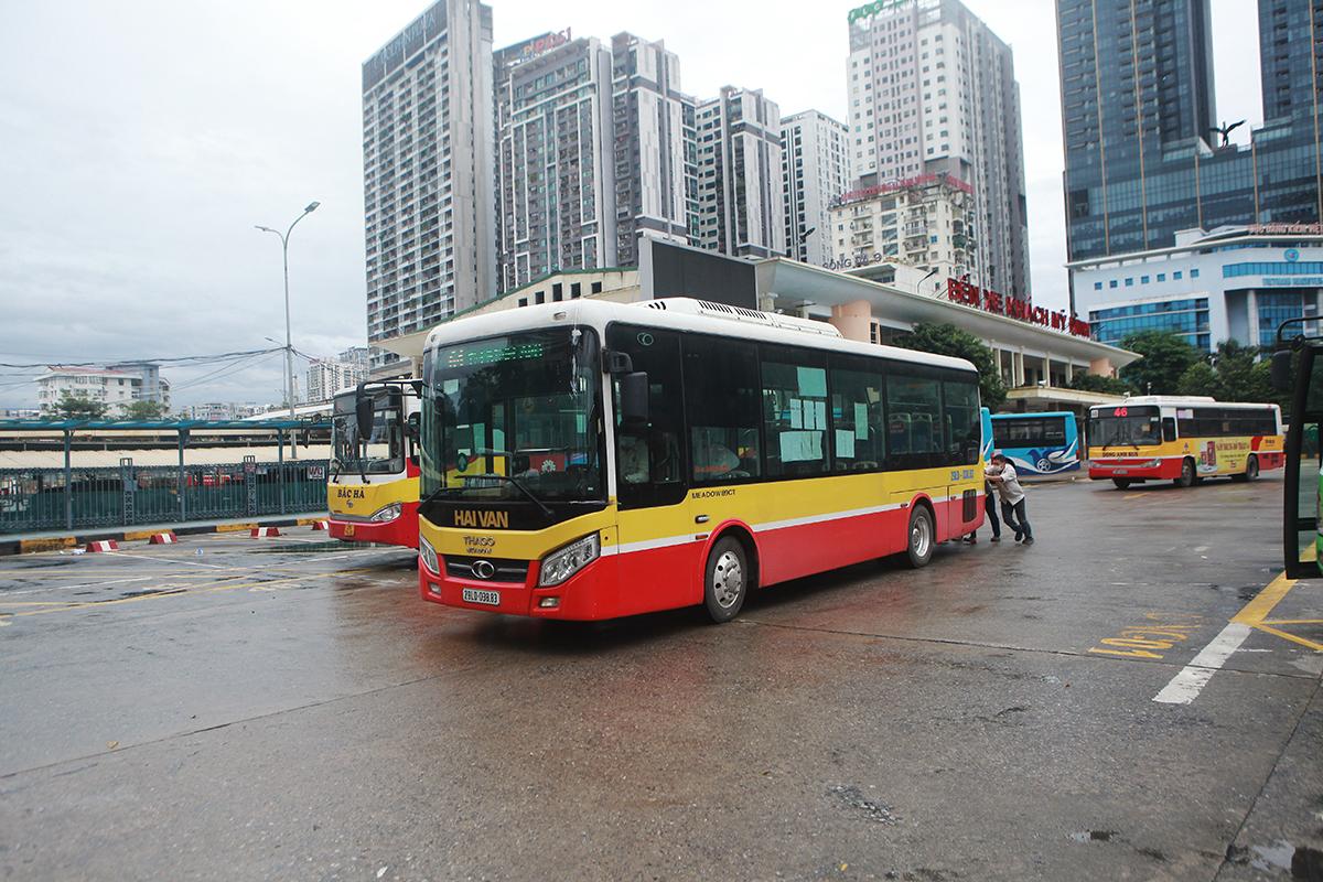 Ngày đầu xe buýt hoạt động trở lại: Tài xế vui mừng, hành khách thoải mái - 7