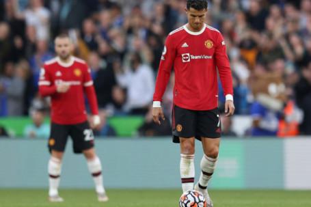 """Ronaldo im tiếng ngày MU thua trận: Solskjaer thay đổi hay là """"ra đường"""""""